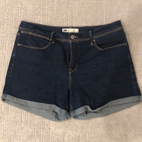 Levi's Pants - Levi's stretchy jean shorts size 31 high rise